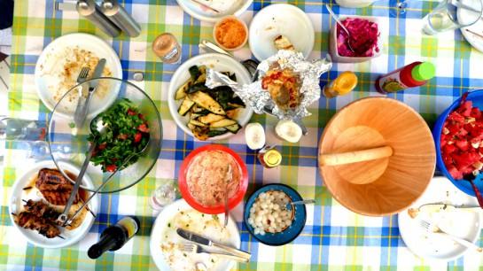 Der Tisch nach dem Grillen