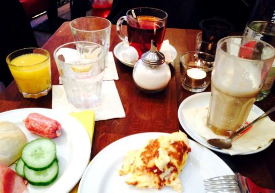 Frühstück mit MannQuadrat: Gedeckter Tisch