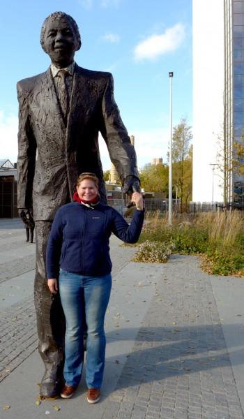 Überlebensgroße Statue Nelson Mandelas in Den Haag