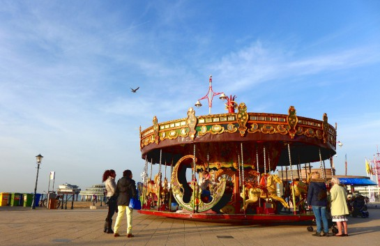 Scheveningen: Karussel auf der Promenade