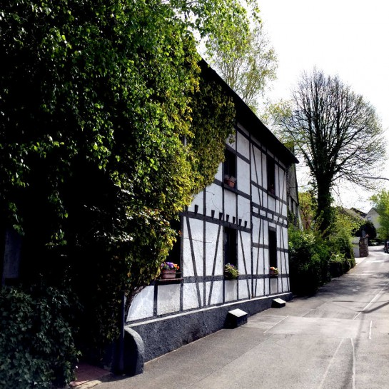 Dortmund-Schüren, Fachwerkhaus an Straße