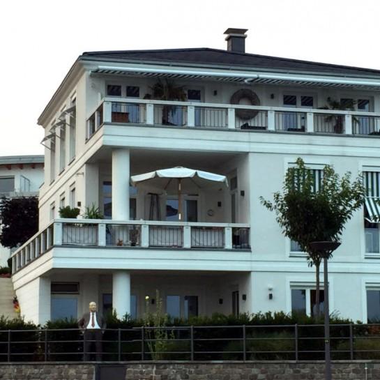 12von12: Haus mit Figur
