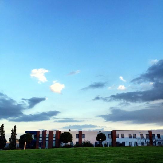 Der Himmel über dem Industriegebiet