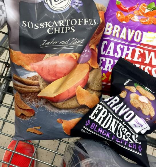 12von12: Chips und Erdnüsse im Einkaufswagen