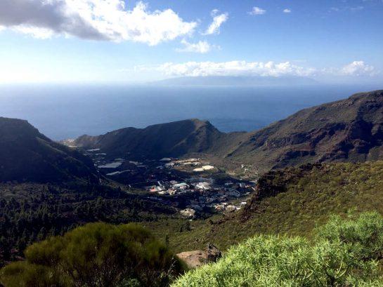 Blick auf Tamaimo, Meer im Hintergrund