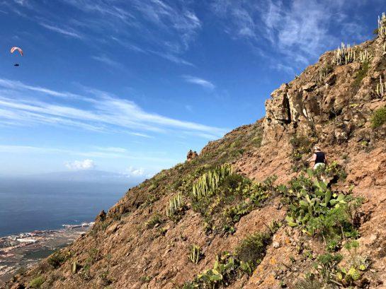 Aufstieg mit Blick aufs Meer