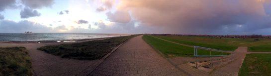 Norderney: Auf dem Deich vor dem Regen