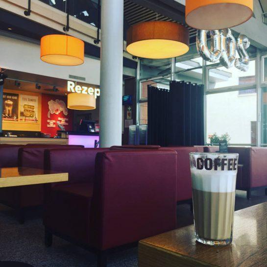 Milchkaffee im Rasthof Spessart