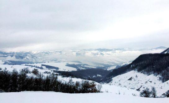 Emilia Romagna, Berge, Schnee und Nebel im Tal