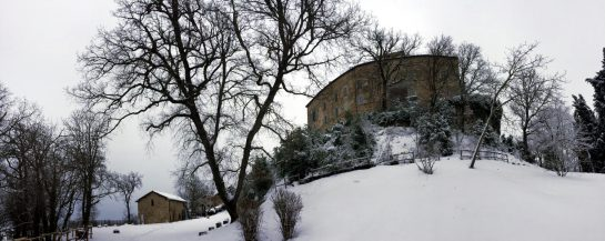 Castello di Bianello vom Innenhof aus
