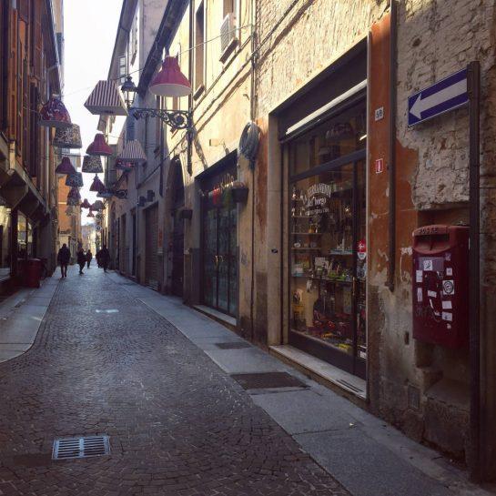 Parma, Straßen mit Lampen