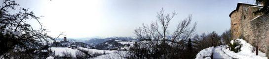Rossena: Aussicht von der Burg in die Berge und ins Tal