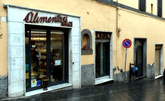 Kleine Bäckerei an steiler Straße