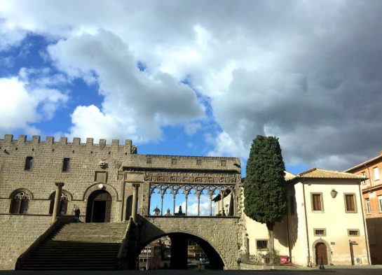 Viterbo: Alte Bögen am Palazzo dei Papi