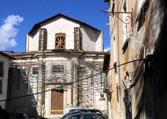 L'Aquila: Beschädigte Kirche
