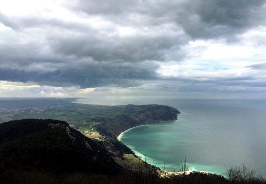Monte Conero: Adriaküste aus der Höhe