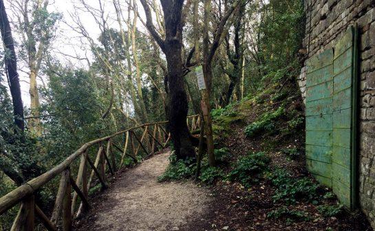 Monte Conero: Pfad am Kloster
