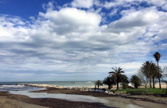 San Benedetto del Tronto: Strand mit Palmen