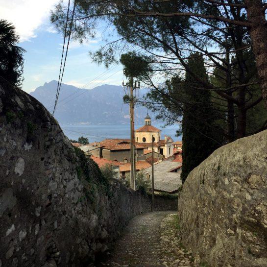 Tavernola Bergamasca: Aufstieg nach Biarnica