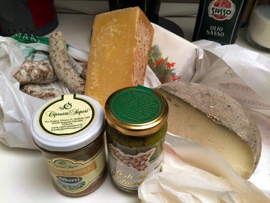 Einkauf: Salami und Käse