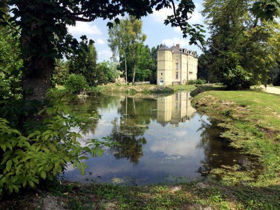 Pleurs: Wasser am Schloss