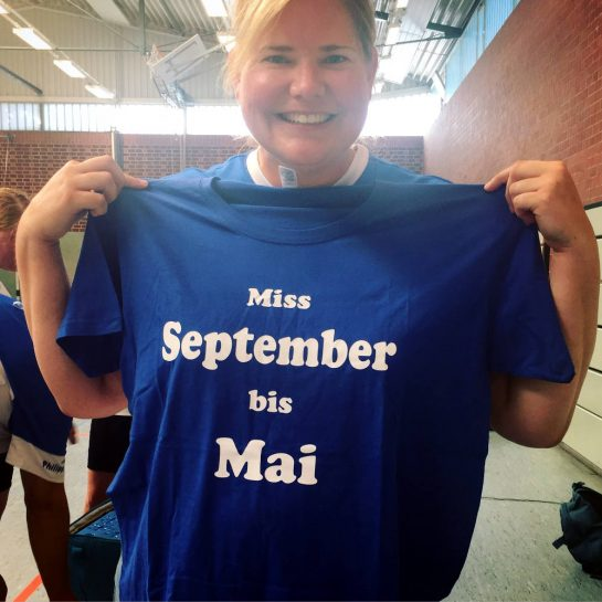 T-Shirt-Aufdruck: Miss September bis Mai