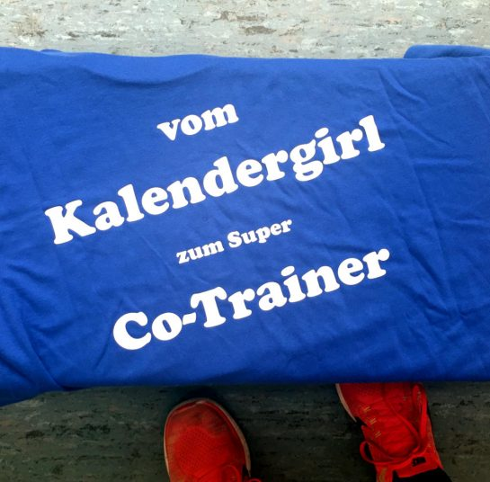 T-SHirt-Aufdruck: Vom Kalendergirl zum super Co-Trainer