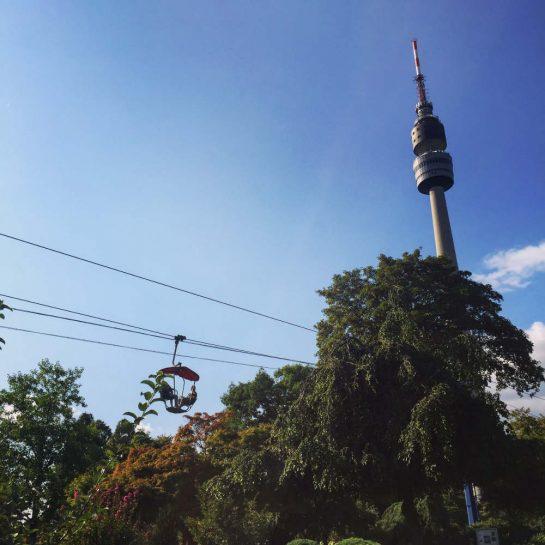 Florianturm, Gondelbahn, blauer Himmel