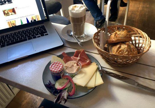 Frühstück bei Fräulein Schlicht