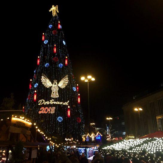 Weihnachtsbaum vor Büdchen