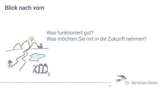 """Folie mit gemaltem Berg und Koffer, Beschriftung: """"Blick nach vorn""""."""