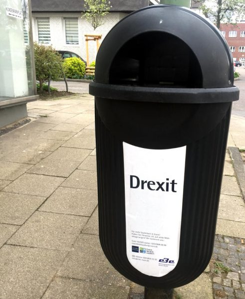 "Mülleimer mit dem Aufkleber: ""Drexit"""