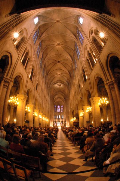 Notre Dame innen, Hochformat