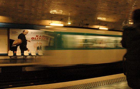 Metro bei der Einfahrt