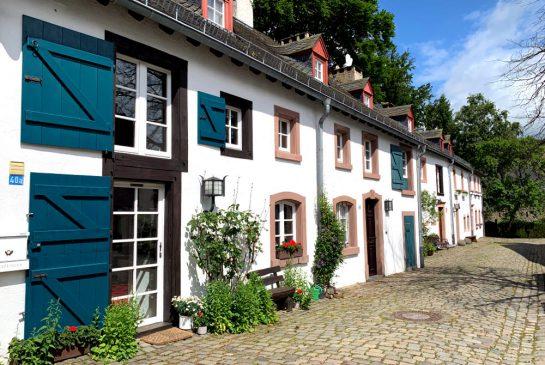 Historische Häuserreihe in der Altstadt von Kronenburg
