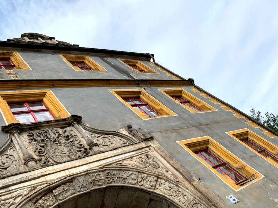 Fassade des Eingangs zum Stadtschloss.