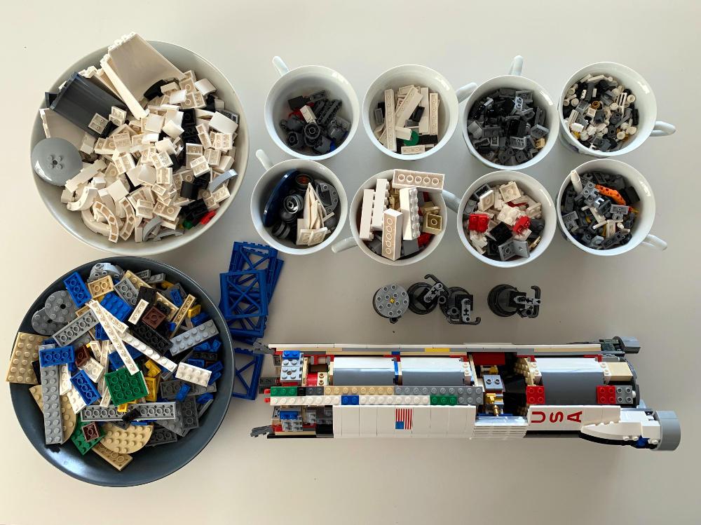 Lego-Rakete, zum Teil auseinandergebaut