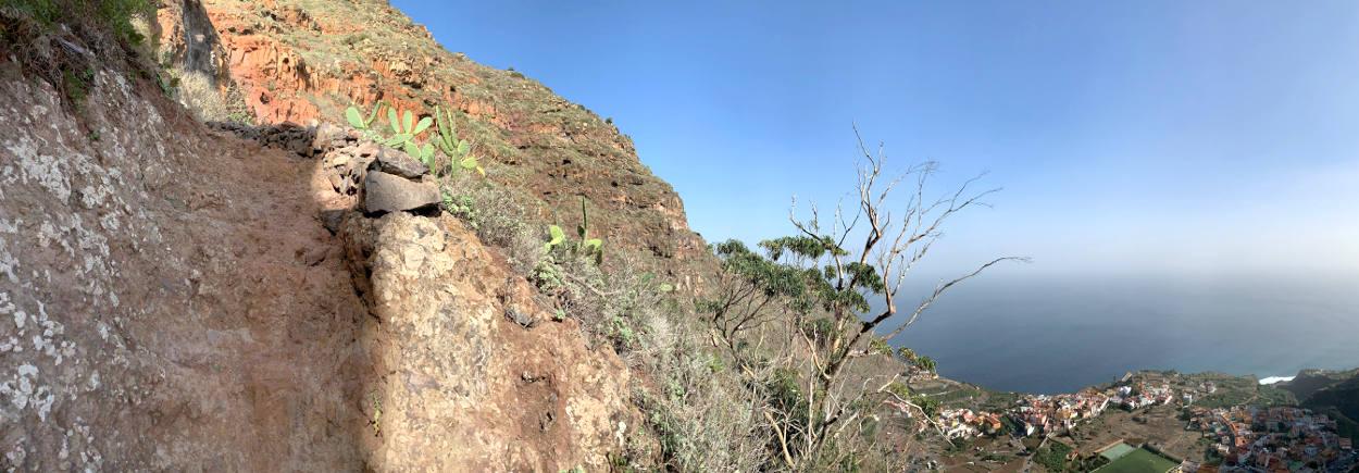 Panoramabild, Weg links, Blick ins Tal