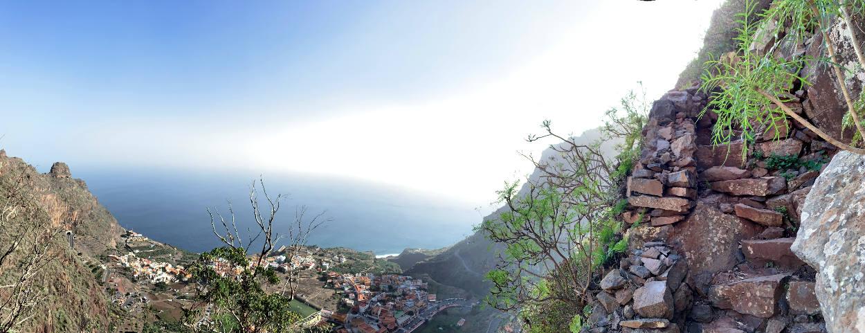 Panoramabild, Weg rechts, Blick ins Tal