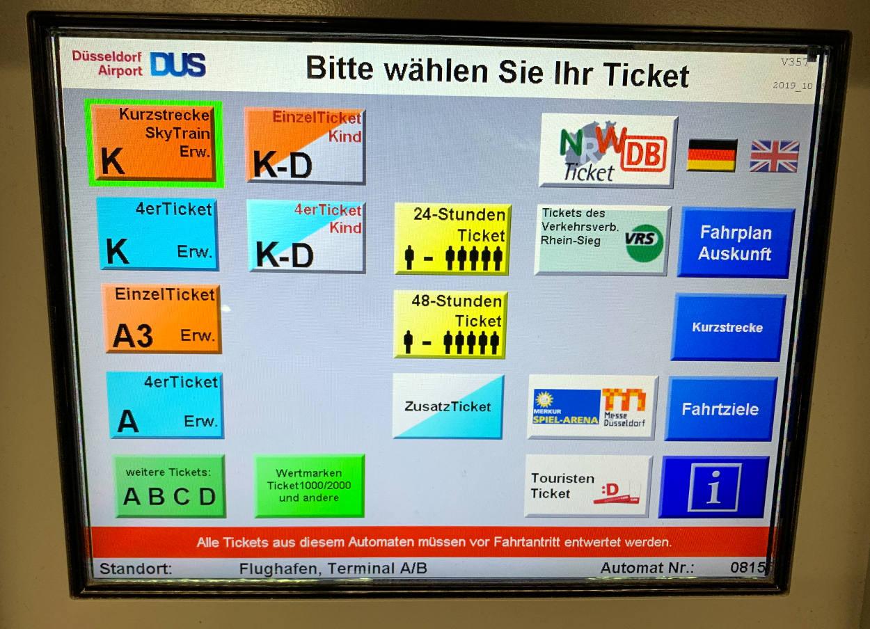 Bildschirm des Ticketautomaten mit einer Unmenge an Auswahl: K, A3, 4er-Ticket, Zusatztickert, 24-Stunden-Ticket, Tickets anderer Verkehrsverbünde, Messe usw.