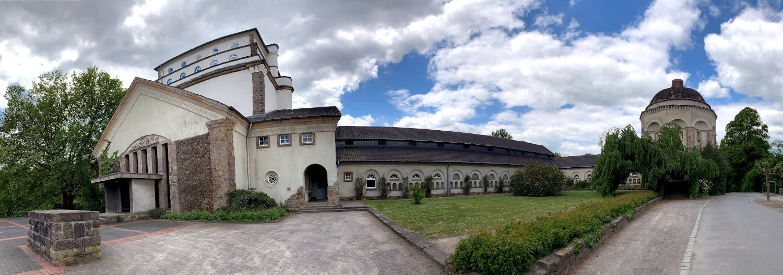 Altes Gebäude auf dem Firedhof (Kapelle, Halle und rechts ein Gebäude mit Kuppel)