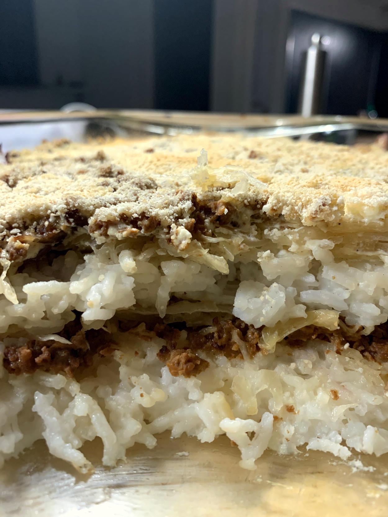 Sauerkrautauflauf, geschichten: Reis, Sauerkraut, Hack. Obendrauf Paniermehl.